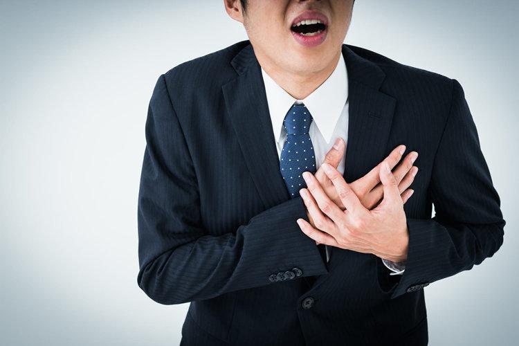 心臓に問題を抱える男性
