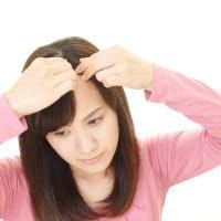 女性の髪の毛が抜ける8つの原因とおすすめの対策方法